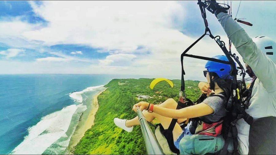 Uluwatu cliff tandem Paragliding Bali